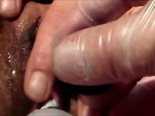 He makes her pussy really wet with a vibrator