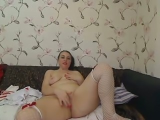 Bootyful and curvy mom shows me her shaved pussy on webcam