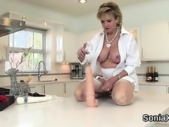 Cheating uk mature lady sonia flashes her gigantic balloons