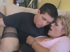 Sextractive mom Kelly Leigh gets her pussy eaten by young dude