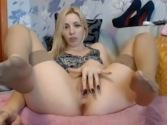 Sexy girl masturbate and show feet