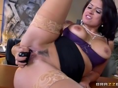 Boss breaks in her hot new secretary with a strapon