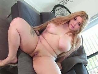 Sexy asian BBW Arianny Koda in high heels shows off
