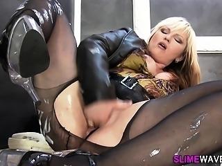 Glam slut gets wam cum