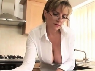 Unfaithful uk mature lady sonia flaunts her large boobs