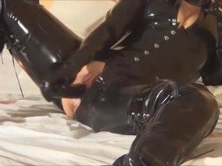 Dressing in latex and pussy masturbating