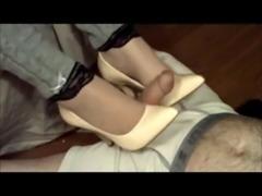 Amateur girlfriend gives shoejob  footjob
