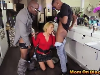 Mature blonde hair stylist served two monster dick