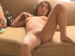 A pleasurable solo girl toys and fingers her nice pussy
