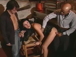 Geat Italian slut gets it molto bene and facial