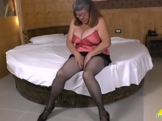 Latina mature solo masturbating