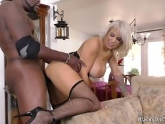 Muscular black guy gives a fine interracial experience to Alyssa Lynn