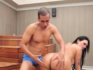 Dude banging massive tranny ass
