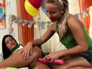 Pretty cheerleaders, Candy and Missy Nicole get it on in...