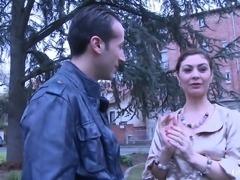 LaNovice - Julia Gomez se fait pilonner le cul. (Francais)