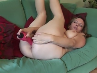 Thick body mom fucks a pink toy into her wet cunt
