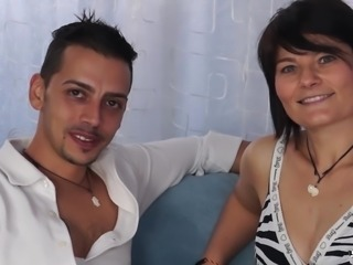 ScambistiMaturi - Brunette mature in hardcore Italian sex