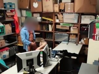 Amateur shop lifter sucks