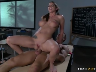Mouthwatering Brooklyn Chase And Bill Bailey Have Rough Sex