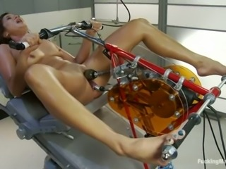 Cece Stone gets her juicy vag smashed by a fucking machine