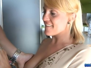 Fucking a slutty babe and cumming on her sunglasses