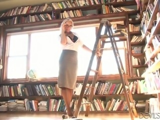 Amazing librarian Savannah Snow strips and plays with her super appetizing pussy