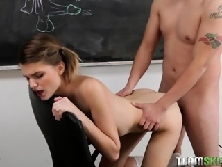 Pigtailed hottie seizes the chance to have sex with her hung teacher