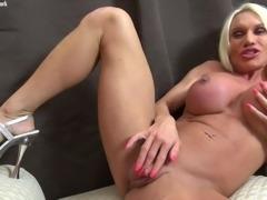 Ashlee Chambers Gets Naked Masturbates Big Clit