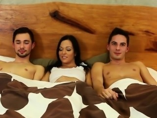 Babe fucked in bi 3way