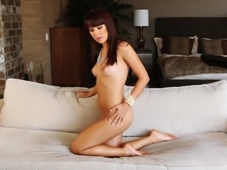 Luxury chick gets naked and starts being so amazing