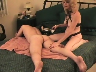 Sizzling amateur likes to strapon fuck her guy