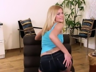 Horny czech chick spreads her pink kitty to the peculiar