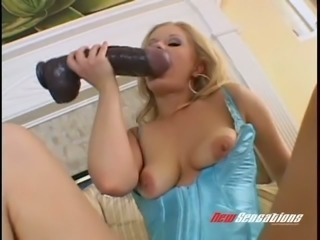 Blond fuck hungry MILF Aaralyn Barra nails her fanny with giant black sex toy...