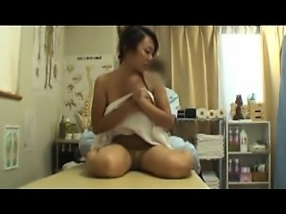 Stacked Japanese beauty invites a masseur to drill her hung