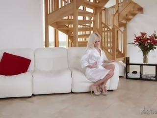 Yummy blond sex pot in white nightie Candee Licious let her buddy eat her...