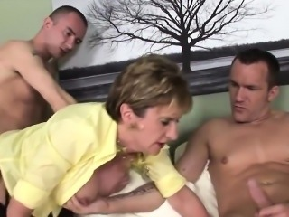 Unfaithful uk mature lady sonia showcases her big tits