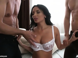 Milf stunner with big boobs loves to blow