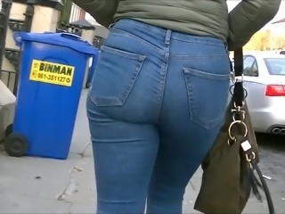 Candid college girls ass in tight jeans