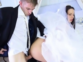 Sexy Bride Simony Diamond Gets Fucked By Hung Groomsman