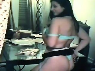 Magali Striptease