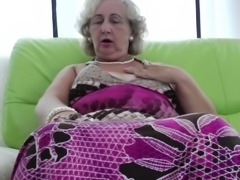 Hot bbw granny smashing her juicy pussy with gigantic toy