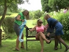 Out in the park three girls have a lesbian pissing threesome