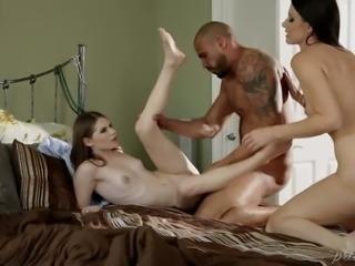 Experienced fuck doll India Summer shares hard massive dick with her pretty horny kooky