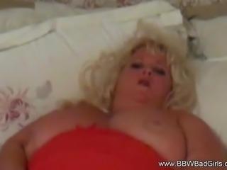 Amateur Blonde BBW Housewife Masturbates