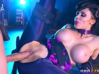 Nice ass cougar pleasured hardcore doggystyle moaning