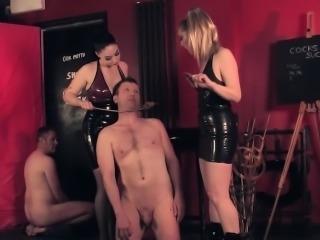 Latex dominas subdue slave into cumlicking