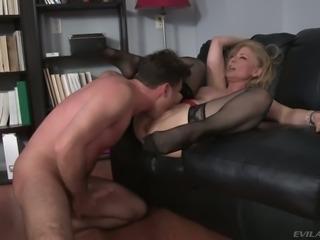 Blue eyed hottie Nina Hartley has got an incredible ass and she loves fucking
