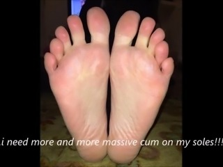 Maria moves her sexy (size 39 ) feet, part 5