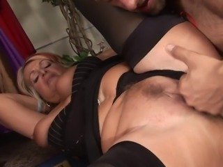 Mature whore gets pumped by young dude in the changing room