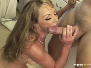 Cougar struggles to withstand the giant cock hammering her asshole roughly